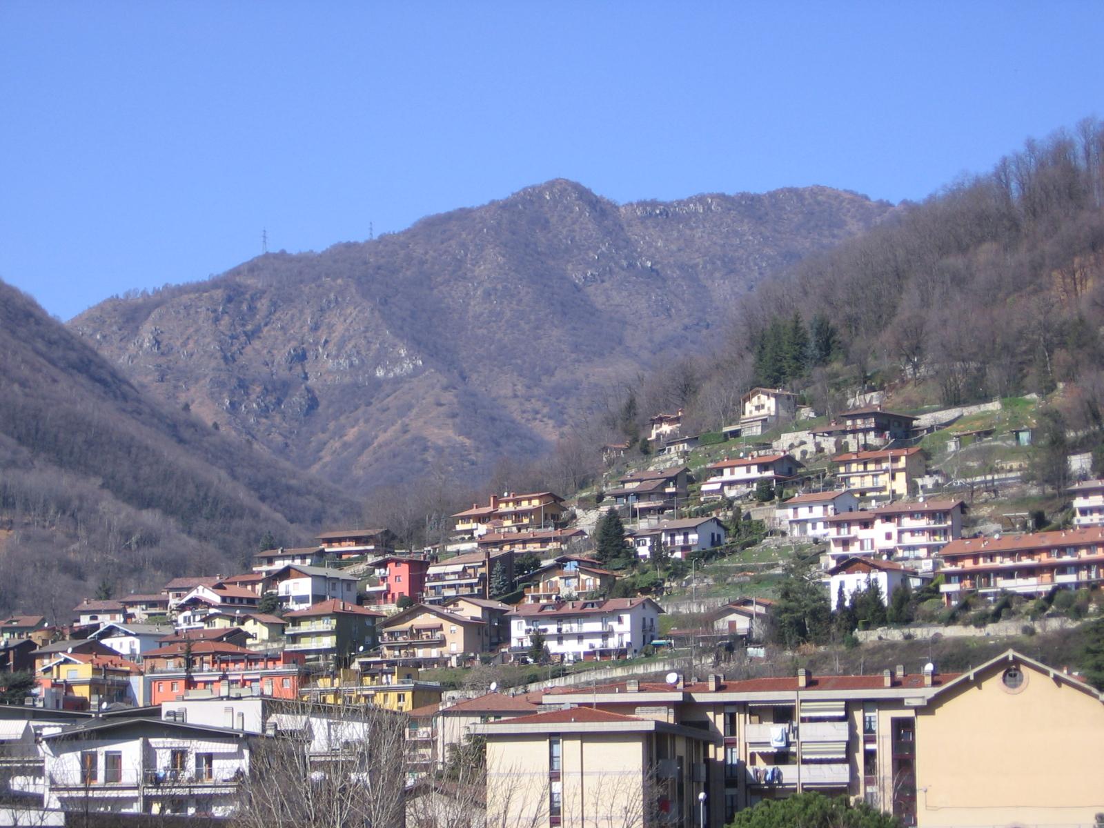 """NEMBRO - Cancelli """"ritocca"""" i semafori (il verde dura di più) e chiude via Ferrari ai non residenti - Araberara"""